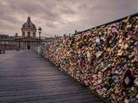 Lacătele iubirii de pe Podul Artelor de peste Sena nemulțumesc parizienii