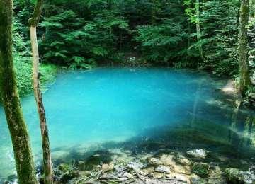 Lacul Albastru - Locul în care anotimpul dă culoare