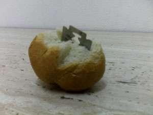 LAMĂ DE RAS, descoperită de un copil în cornul primit de la şcoală