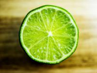 Lămâile verzi pot fi utilizate ca deodorant natural