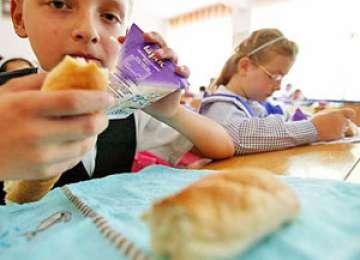 Laptele şi cornul vor ajunge în şcolile din Maramureş abia în noiembrie