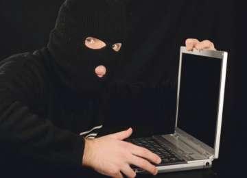 Laptop sustras, recuperat de poliţişti la scurt timp de la sesizarea faptei