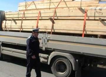 LEORDINA: Cherestea confiscată de polițiști