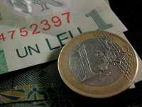 Leul s-a apreciat, marți, în raport cu euro și cu francul elvețian și a pierdut teren în fața dolarului american