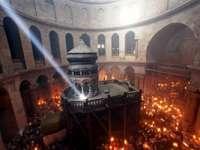 Lumina Sfântă de la Ierusalim va fi adusă, sâmbătă seara, în România