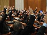Luna cadourilor în Parlament - Aleșii și-au votat pensiile nesimțite