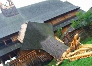 Mai multe biserici din Maramureș afectate de furtuna de ieri