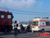 MAI MULTE PERSOANE RĂNITE: Impact violent între două mașini la Sârbi