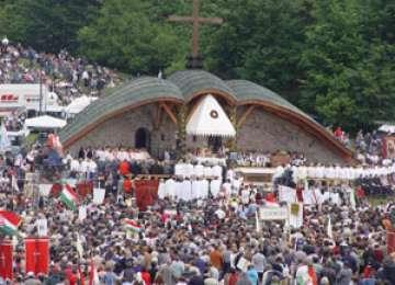 Mâine, credincioşii romano-catolici vor sărbătorii Rusaliile