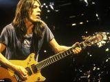 Malcolm Young, cofondatorul trupei AC/DC, a murit la 64 de ani