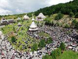 Mănăstirea Bârsana, luată cu asalt de mii de credincioşi