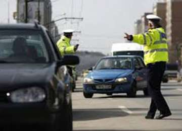 MARAMUREŞ: 29 de permise de conducere şi patru certificate de înmatriculare ridicate de poliţişti