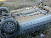 MARAMUREŞ: A fugit de poliţişti şi s-a răsturnat cu maşina în afara carosabilului