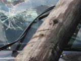 MARAMUREŞ: A intrat cu maşina într-un stâlp de electricitate şi a lăsat fără curent 100 de imobile