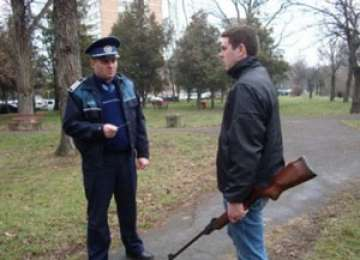 MARAMUREŞ: Armă şi muniţie ridicate de poliţişti de la domiciliul unui bărbat