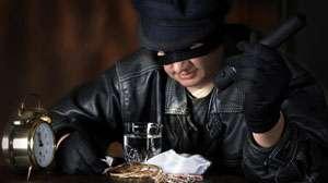 MARAMUREŞ: Şase persoane sunt cercetate de poliţişti după ce au furat bijuterii şi păsări de curte din mai multe gospodării
