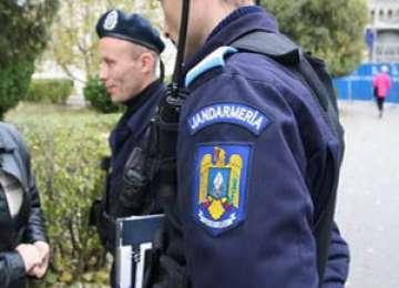MARAMUREŞ: Bărbaţi amendaţi de jandarmi după ce au adresat injurii unui medic