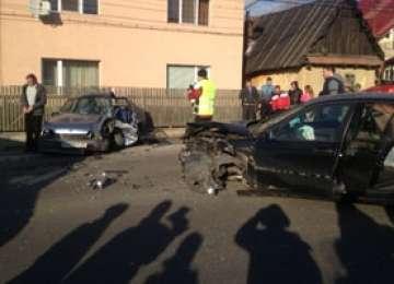 MARAMUREŞ: Depăşire neregulamentară soldată cu producerea unui grav accident rutier