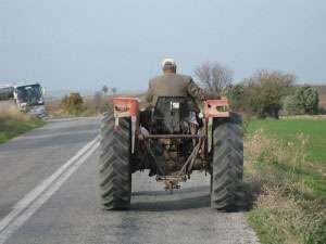 MARAMUREŞ: Fără permis, la volanul unui tractor