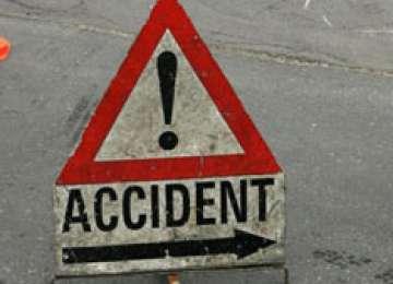 MARAMUREŞ: O tânără a intrat cu maşina într-o remorcă. O persoană a fost rănită
