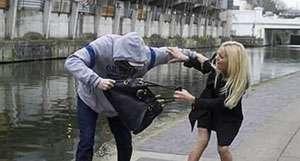 MARAMUREŞ: Tineri arestaţi preventiv după ce atacau femeile pe stradă şi le furau poşetele