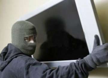MARAMUREŞ: Tineri cercetaţi pentru comiterea a două furturi