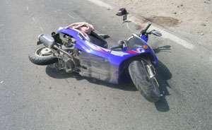 MARAMUREŞ: Un bărbat care conducea un moped a lovit un indicator rutier, accidentându-se grav