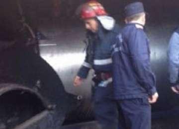 MARAMUREŞ: Un cazan cu țuică a explodat în timpul unei percheziții! Doi polițiști au fost răniți