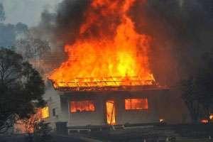 MARAMUREȘ: Acoperișul unei magazii a fost mistuit de flăcări