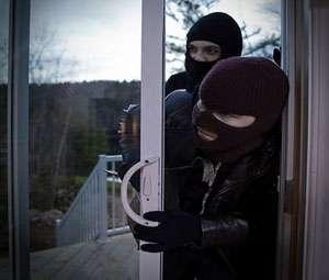 MARAMUREȘ: Cinci bănuiţi de furt identificaţi de poliţişti