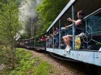 Maramureș: Luna august, sezon de vârf în turismul rural; Mocănița, vedeta vacanțelor