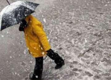 Maramureş: Ploi torenţiale, intensificări de vânt în zonele joase, lapoviţă şi ninsoare la munte