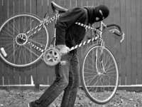 Maramureşean arestat preventiv după ce a furat două biciclete
