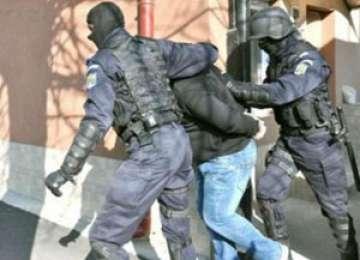 Maramureşean, membru al unei grupări infracţionale specializată în contrabandă cu aur, ridicat de mascaţi