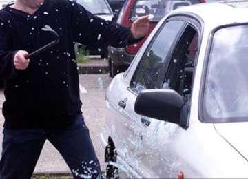 Maramureșean prins în flagrant în timp ce încerca să fure bunuri dintr-un autovehicul