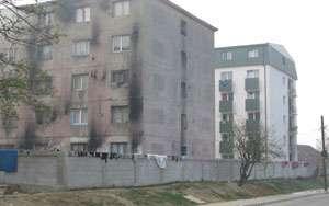 Marele Zid Ţigănesc: Avocatul Poporului cere demolarea zidului ridicat lângă un bloc de țigani din Baia Mare