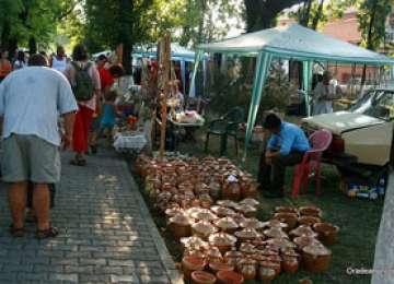 Meșteșugari din Ungaria, Serbia și Camerun patricipă la Târgul Meșterilor Populari din România