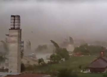 Meteorolog - Nu vorbim de o tornadă. Ceea ce se întâmplă în aceste zile reprezintă venirea toamnei