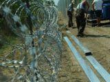 Migranți: Austria, pregătită să construiască un gard de 100 de kilometri la granița cu Ungaria