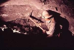 Minerii au reînceput extracţia cărbunelui în Mehedinţi