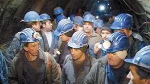 """Minerii din Maramureş cu """"jalba în proţap"""" la Bucureşti"""
