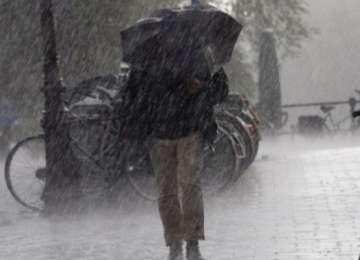 Minivacanța de 1 Mai, marcată prin ploi torenţiale, vijelii şi grindină în aproape toată ţara