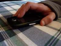 Minor cercetat pentru furt după ce i-a sustras telefonul unei femei