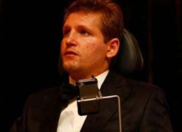 MIRACOLUL DE CRĂCIUN - După doi ani de paralizie, Mihăiţă Neşu s-a ridicat în picioare