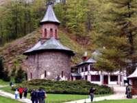 Modernizarea drumului spre Mănăstirea Prislop aduce restricții importante de circulație