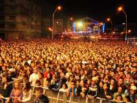 Modificări în programul Festivalului Castanelor. Cine va urca pe scenă