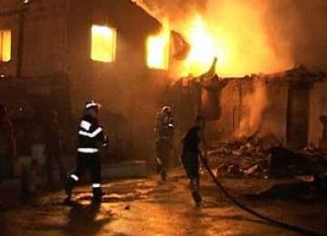 MOISEI: O familie a rămas pe drumuri după ce un incendiu de proporţii le-a distrus casa