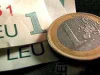 Moneda naţională câştigă teren în raport cu euro
