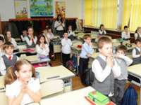 Nelămuriri la început de an şcolar. Profesorii nu ştiu ce să facă cu elevii care NU merg la ora de religie