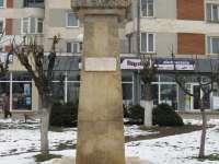 NEPĂSARE – Bustul eroului Ioan Buteanu din Sighet se degradează pe zi ce trece